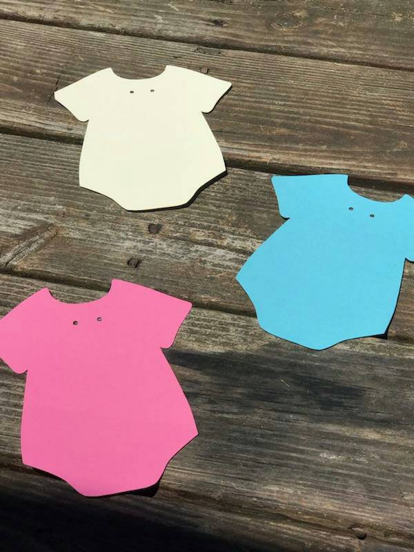 20 DIY  Onesie Cut Outs  / Baby Shower / Party Invitations / Favors