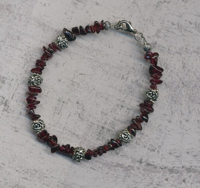 Garnet chip bead bracelet