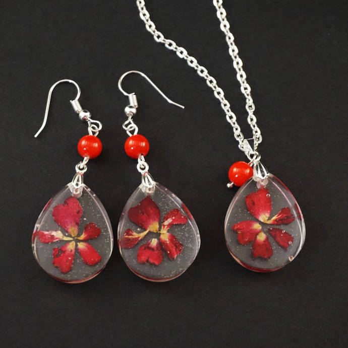 Real flower necklace for women, Nature necklace Pressed flower resin necklace