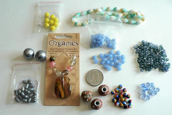 Assorted Bead and Pendant Set Lot