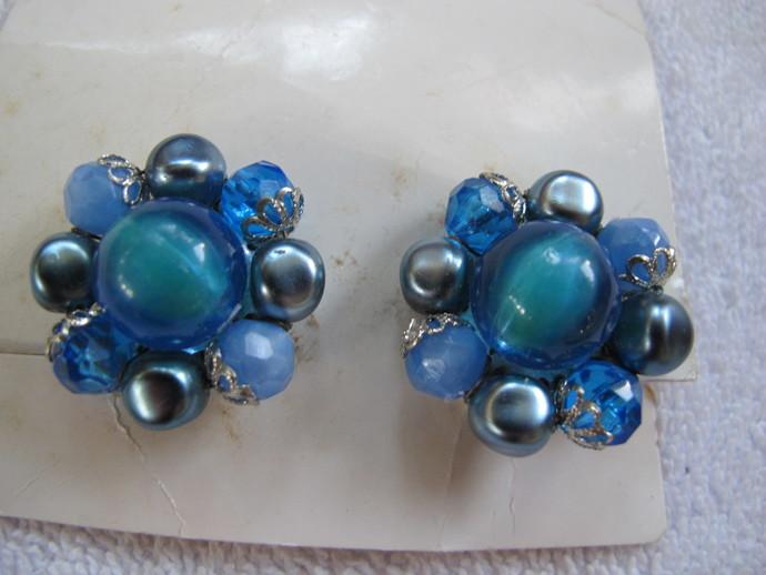 Vintage blue bead cluster earrings / NOS West Germany bead clip on earrings /