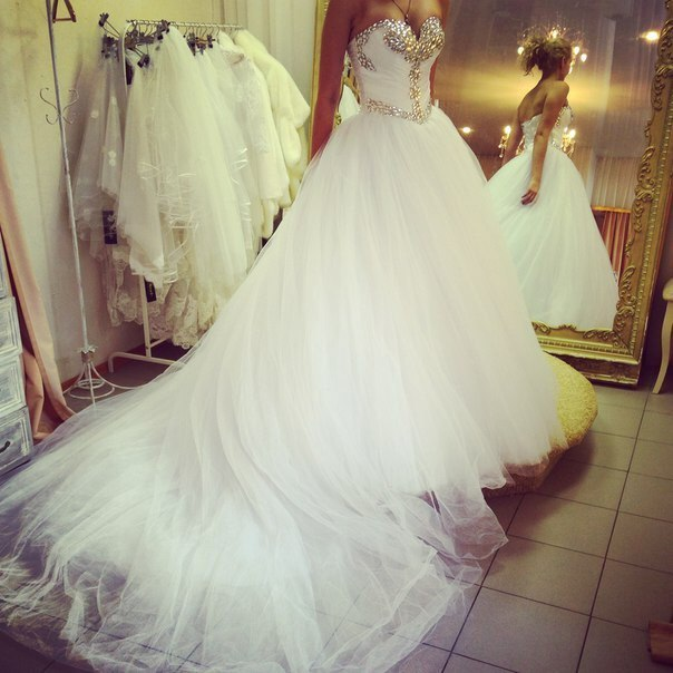 Ball Gown Tulle Wedding Dresses Sweetheart Beading Crystals Bridal Gowns Ivory