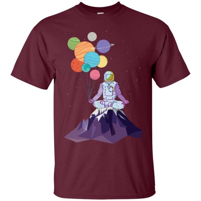 Astronaut in Space Holding Planet Balloon Men T-shirt