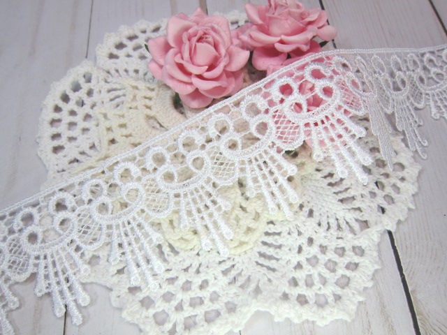 "1yd Embroidered Dangle Flower Venice Lace - 2"" White"