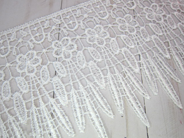 """1yd Embroidered Dangle Flower Venice Lace - 4.25"""" White"""