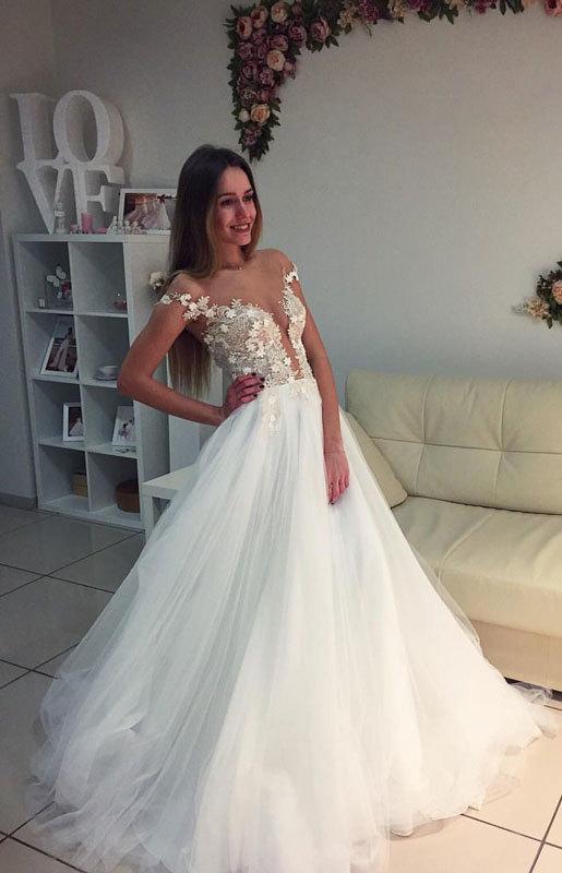 Elegant White Wedding Dress,Appliques Tulle Wedding Gown,Elegant Bridal Dresses