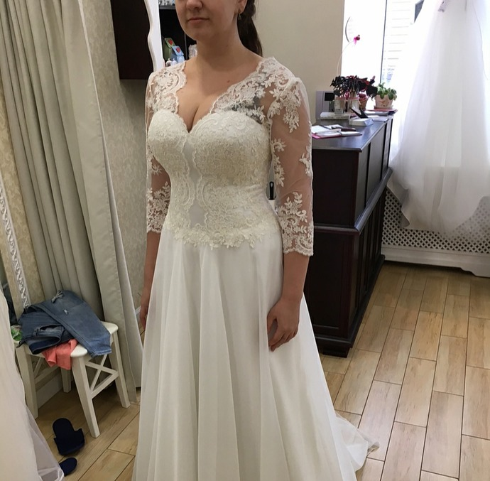 Fashion Romantic Plus Size Wedding Dress 2018 3/4 Sleeves Appliques Lace Sexy V