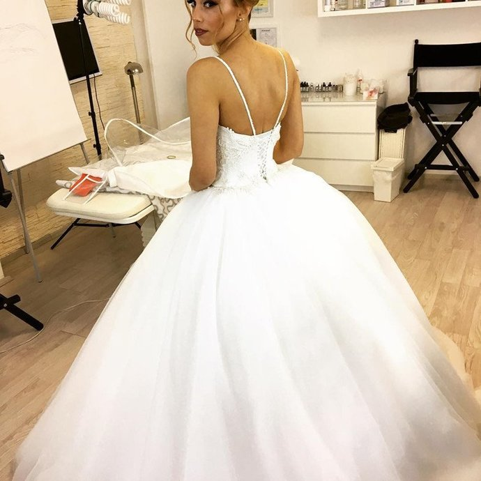 Wedding Gowns Long Train Spaghetti Straps Lace Appliques Ball Gown White Bridal