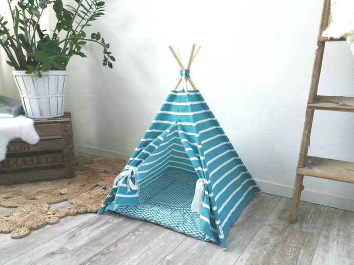 Pet teepee including pillow. Dog house. Cat bed. Tent. Tipi. tepee wigwam.