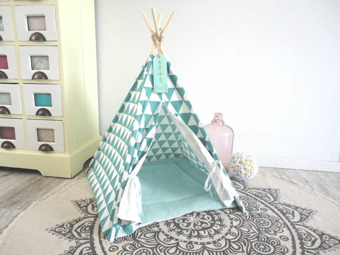 Pet teepee including pillow. Dog house. Cat bed. Tent. Tipi. tepee wigwam,