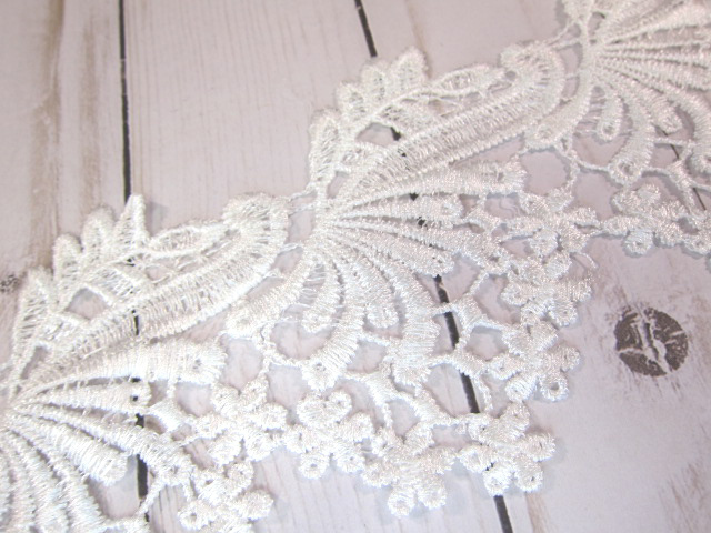 "1yd Embroidered Venice Lace Swirl Applique- 4"" White"
