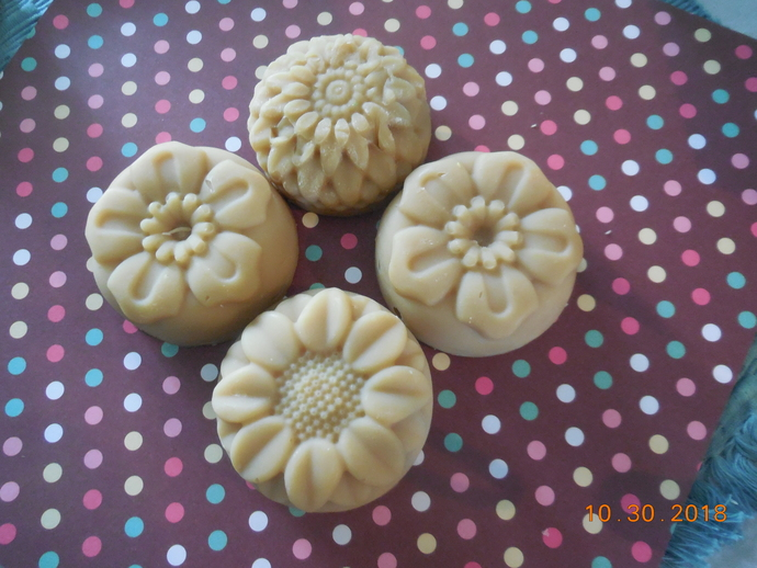 Shampoo Bar in a Gentle Gardenia Scent