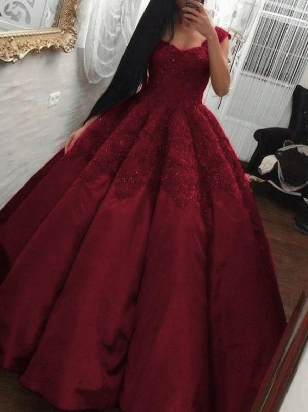 Wonderful Satin V-neck Neckline Ball Gown Prom Dress With Beaded Lace Appliques