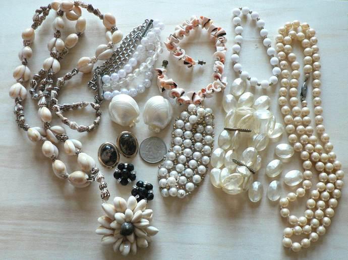 Vintage Necklaces Bracelets Earrings Lot