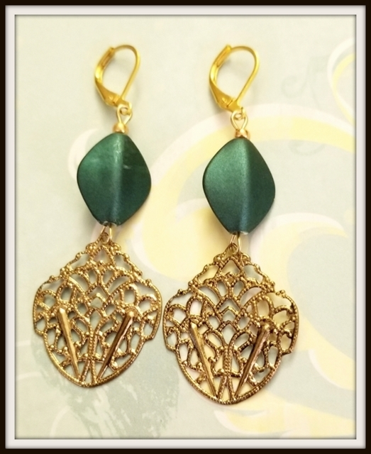 Lilly Dangle Earrings