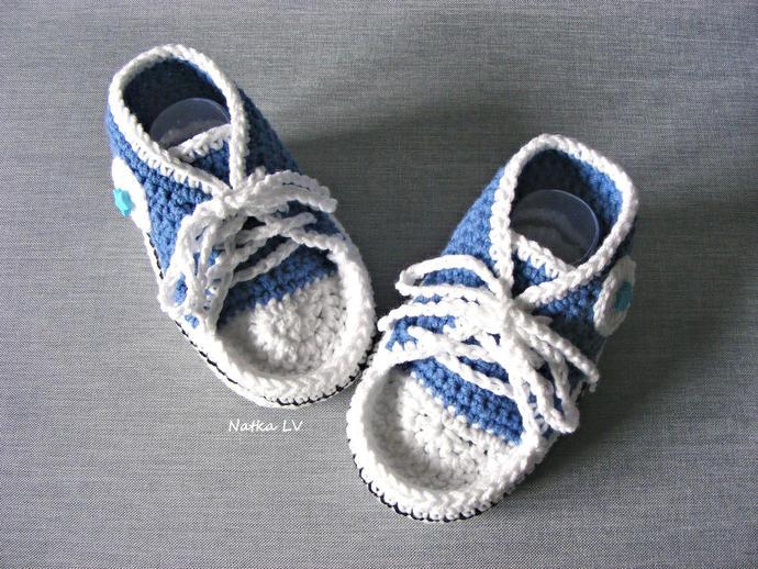 Blue baby booties, baby boy crochet sneakers, baby photo prop booties, baby boy