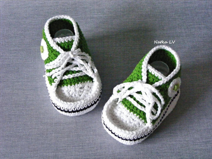 Green baby booties, baby crochet sneakers, baby green booties, baby shoes, grass