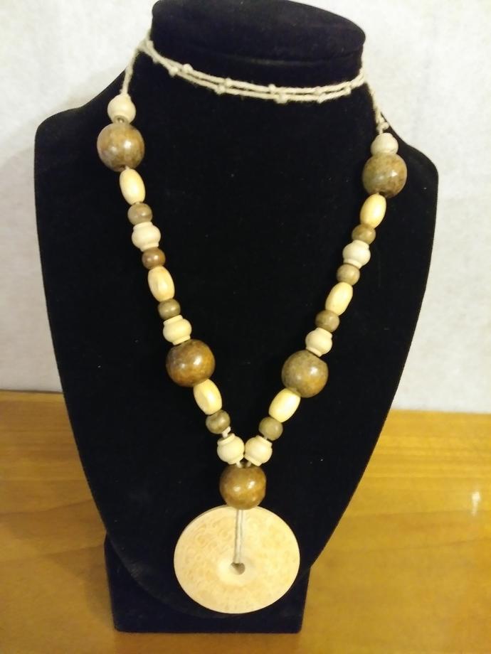 #091 Wood bead hemp necklace