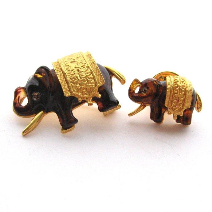 Vintage High End Lucite Elephant Brooch Pin Set, Matte Gold Tone Amber Tortoise