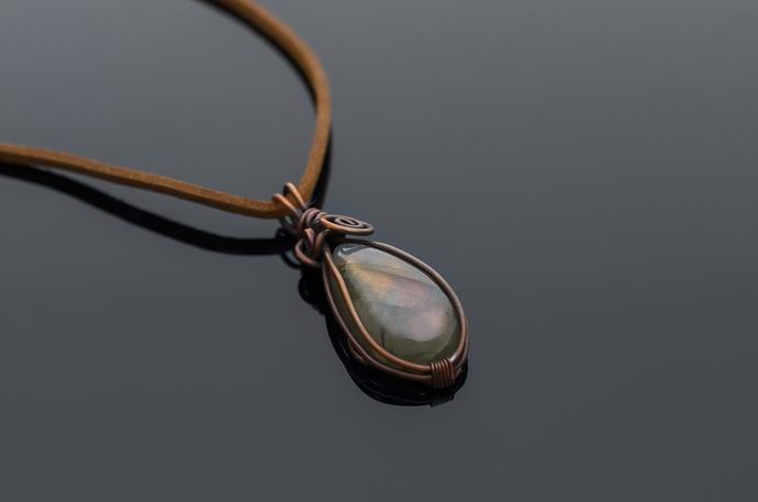 Labradorite pendant - delicate and beautiful