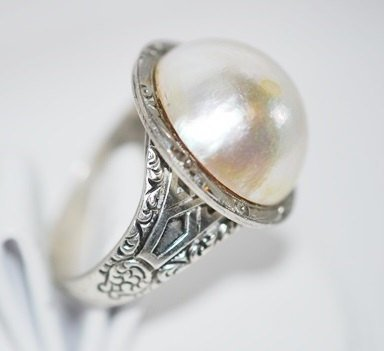 Imitation Pearl in Silver Tone Cocktail Statement Ring Sz 7