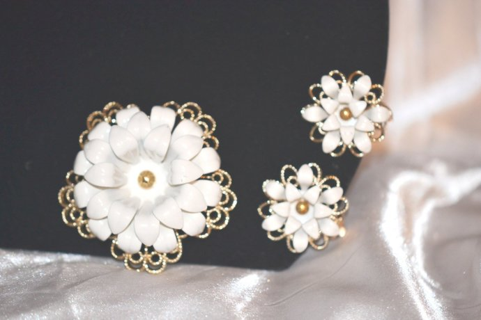"Signed Sarah Coventry ""Snow Flower"" 1966 Anniversary Set"