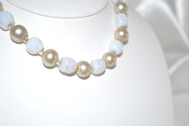 1940s Moonstone and Imitation Cream Color Pearls Choker