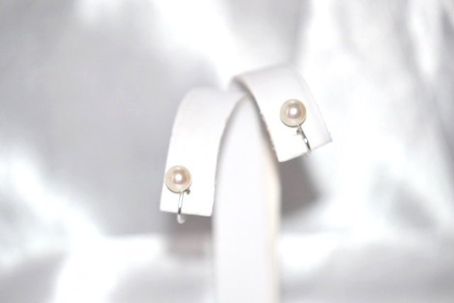 Cultured Pearl in Cream on Sterling Screw Back Earrings