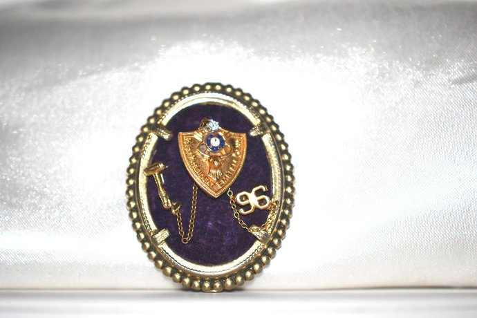 14K Gold with Diamond Elks Emblem Club Vintage 1978 Brooch Past President