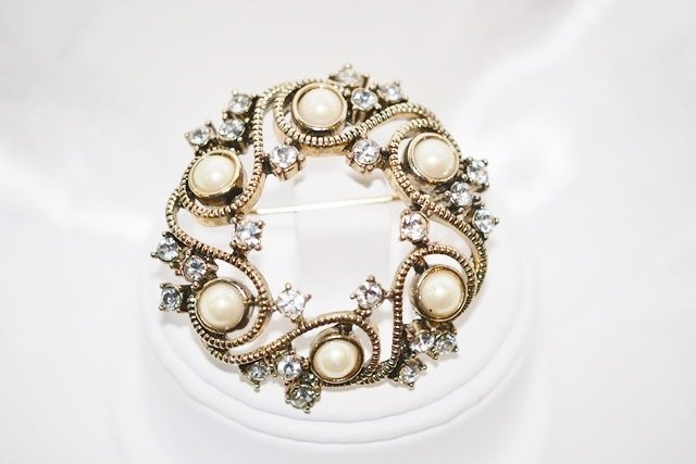 Monet Brooch of Imitation Pearls with Clear Rhinestones