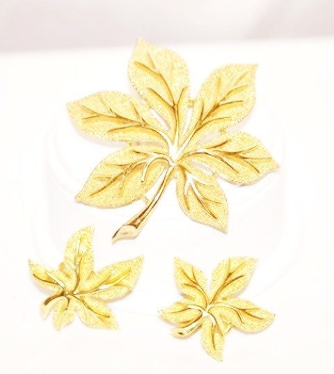 Trifari Maple Leaf Gold Tone Brooch Matching Earrings Set