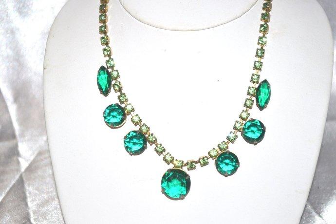 1940s Era Single Strand Emerald Green Rhinestone Necklace