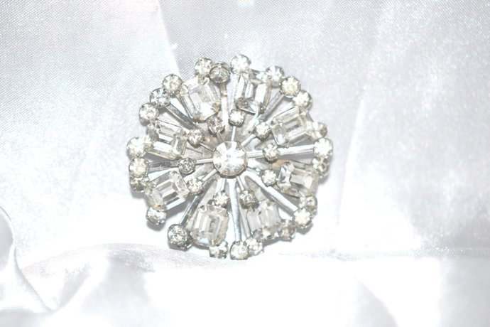 1940s Brooch Era Layered Clear Rhinestones On Rayed Setting
