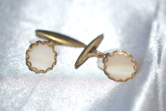 1950s Unused Gentleman's Gold Tone Mother of Pearl Cuff Links