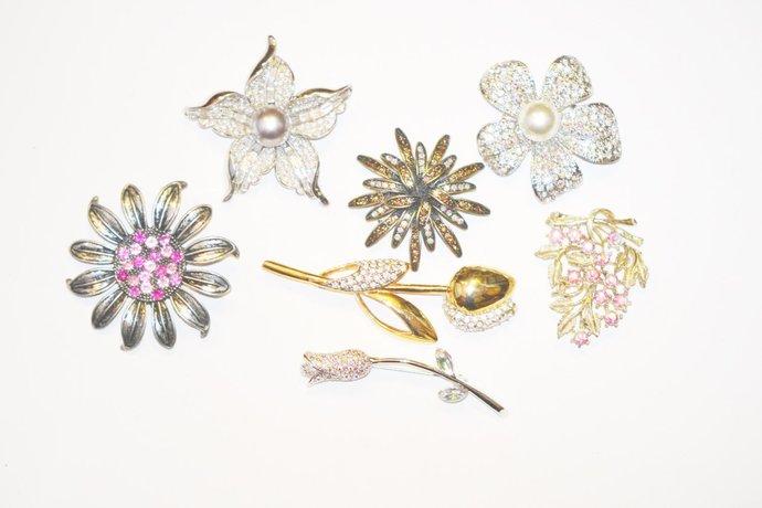 Brooch 1980s Era Grouping Rhinestone Flowers Destash
