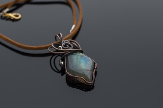 Labradorite pendant Apollo- delicate and beautiful