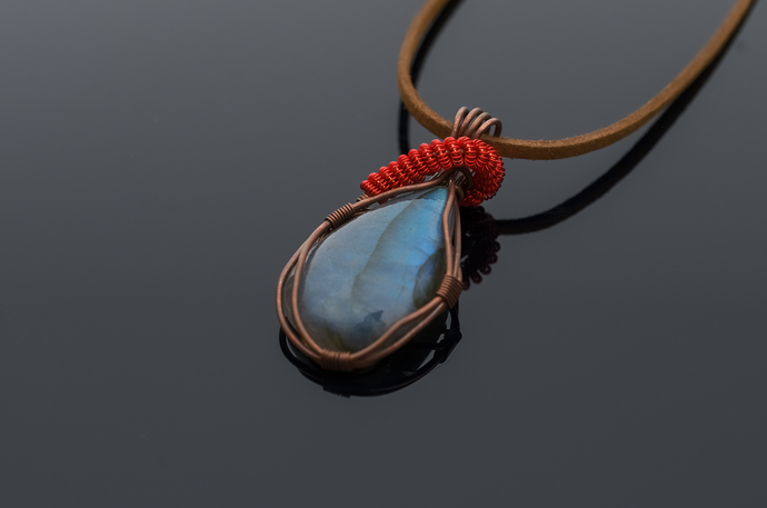 Labradorite pendant Uma delicate and beautiful