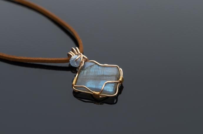Labradorite pendant KALI delicate and beautiful