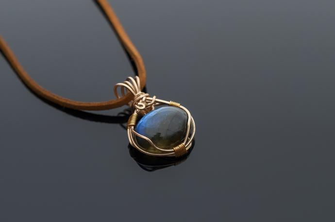 Labradorite pendant Parvati delicate and beautiful