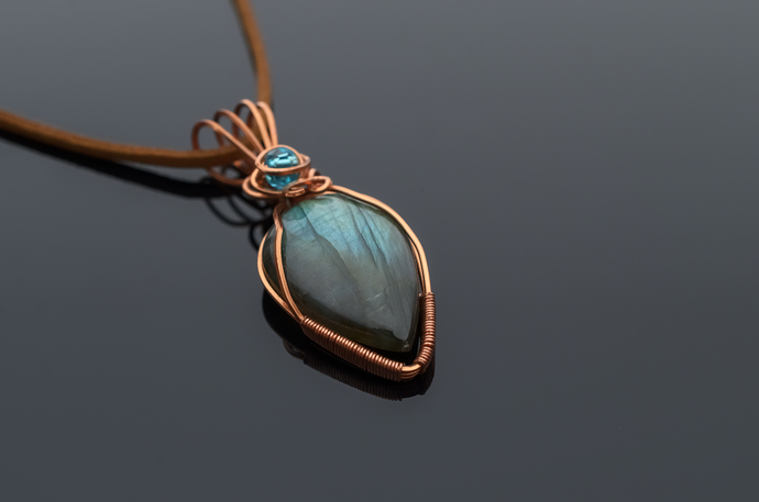 Labradorite pendant Hara delicate and beautiful