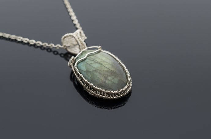 Labradorite pendant VICTORY delicate and beautiful