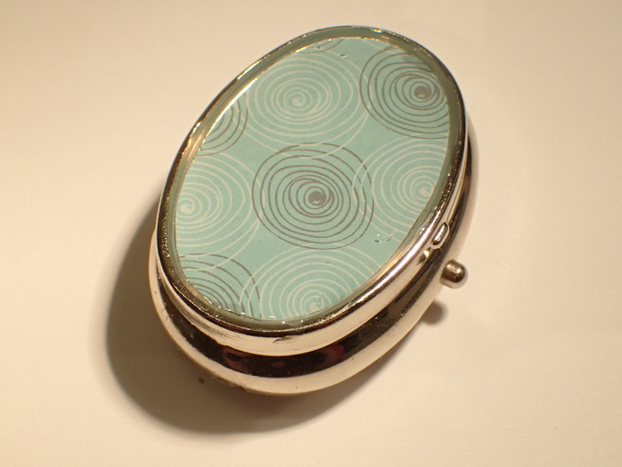 Pill box - Oval - Turquoise with Circles