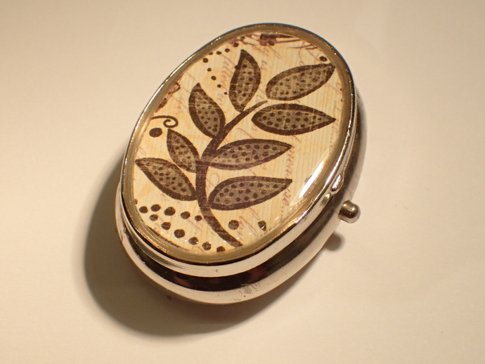Pill box - Oval - Leafy branch - Brown