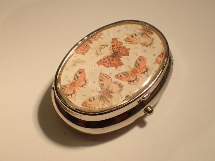 Pill box - Oval - Butterflies
