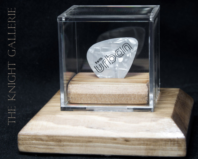 AUTHENTIC guitar pick and display case: Keith Urban