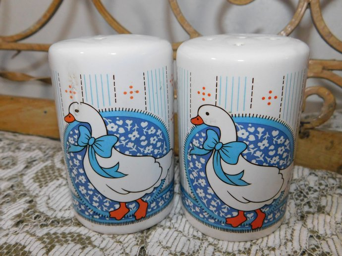Geese Salt and Pepper Shaker Set, Salt and Pepper shakers, Country Kitchen, Farm