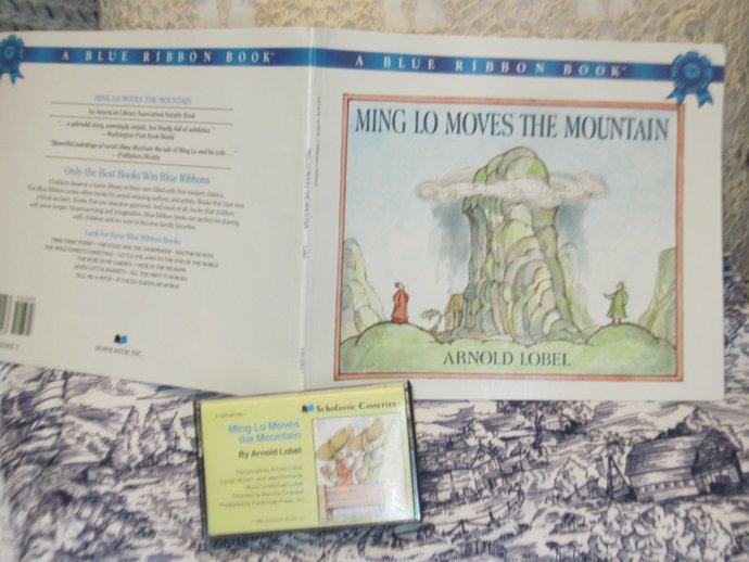 Ming Lo Moves The Mountain 1986, Cassette and Book Set Scholastic, Vintage