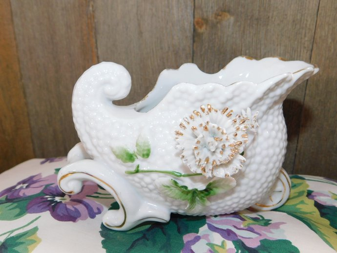 Small Cornucopia Cart Vase. Vintage Small Vase, Vintage Home Decor, Country