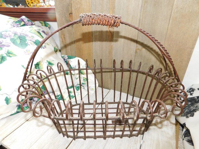 Metal Basket Oval, Vintage Nice Size Egg Basket, Wire Basket, Vintage Kitchen