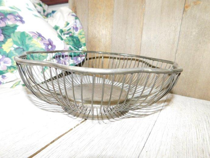 Wire Basket Scalloped Edge,  Fruit Basket, Vintage Kitchen, Country Kitchen,